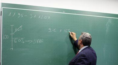 teacher-2454399_1280