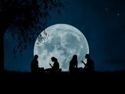 moon-2776955_640