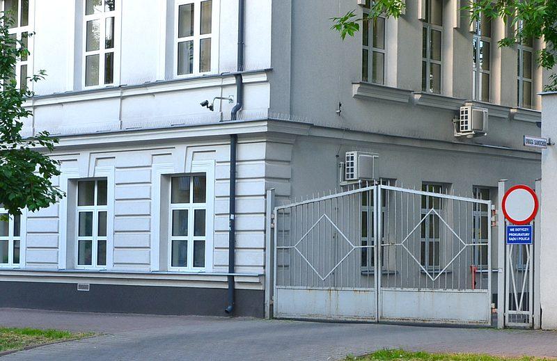 Nacjonalistyczna wlepka na budynku prokuratury