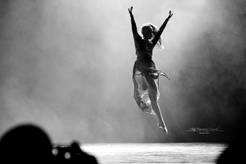 Fotografie pełne tańca